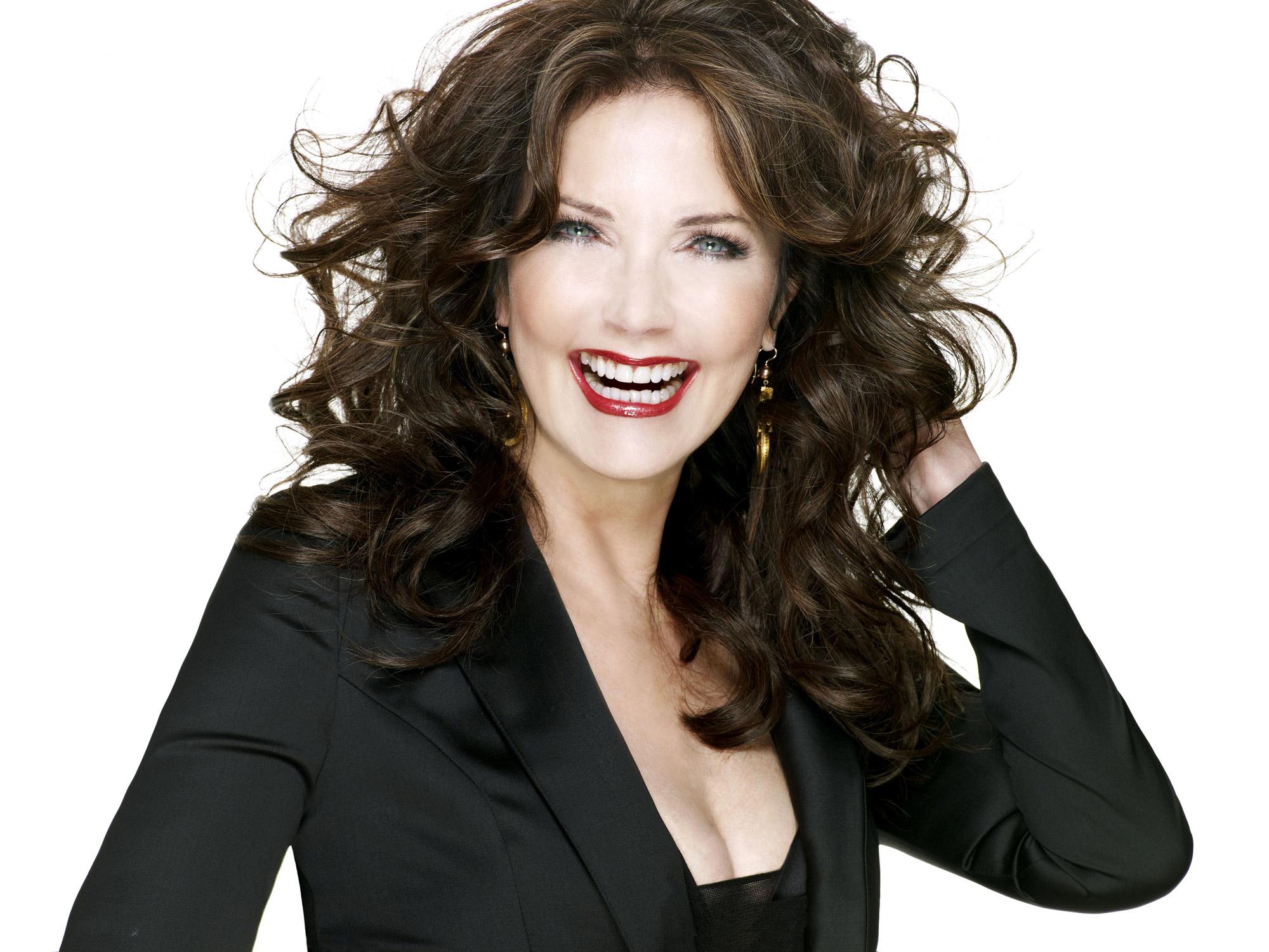 Lynda Carter apareció en un episodio de Smallville, y era bastante