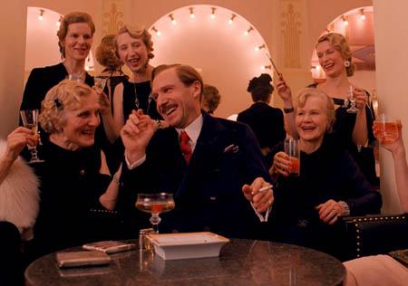grand-budapest-hotel-ralph-fiennes-monsieur-gustave-
