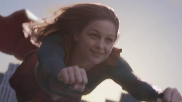 Supergirl CBS happy flying volando feliz