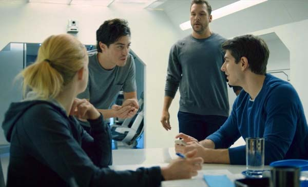 400-days-syfy-brandon-routh-caity-lotz-tom-kavanagh (16)