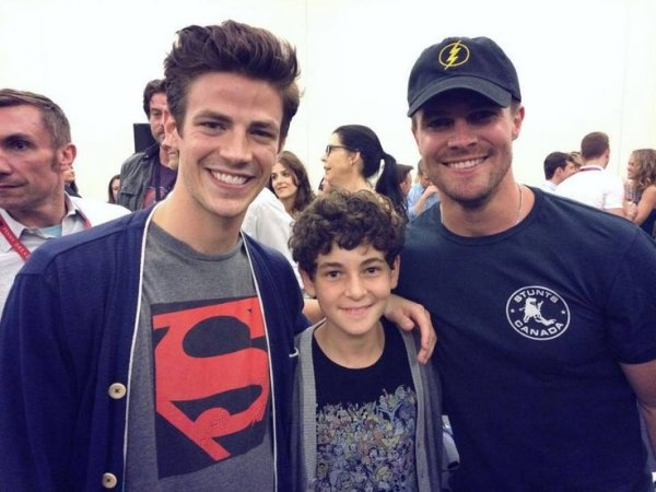 david-mazouz-stephen-amell-grant-gustin-gotham-arrow-flash