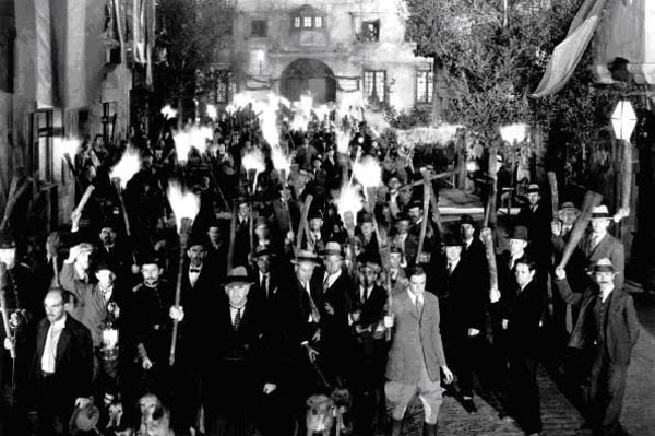 angry-mob-torchs-pitchforks