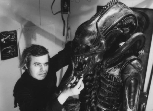 alien-1979-h-r-giger-and-model