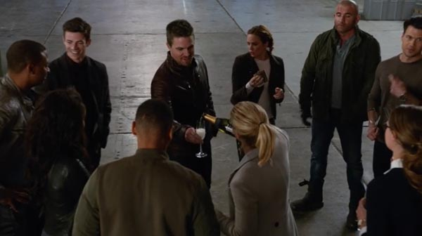 arrow-legends-of-tomorrow-cw-crossover-invasion_-4