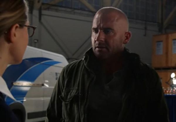 arrow-legends-of-tomorrow-cw-crossover-invasion_supergirl-mick