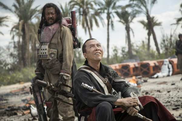 rogue-one-a-star-wars-story-chirrut-imwe-donnie-yen-y-baze-malbus-jiang-wen